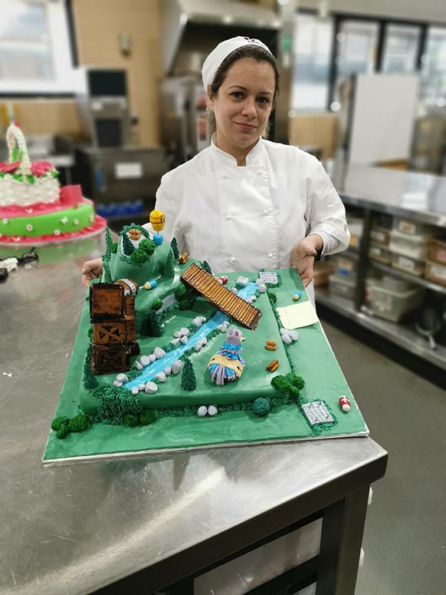 Janait Solafa of Craigieburn – 'Third place' award in 'Student Novelty Cake' category
